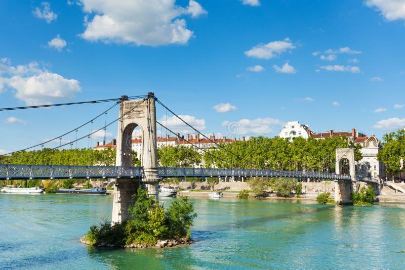 Pont de marche d'université de passage au-dessus du Rhône images libres de droits