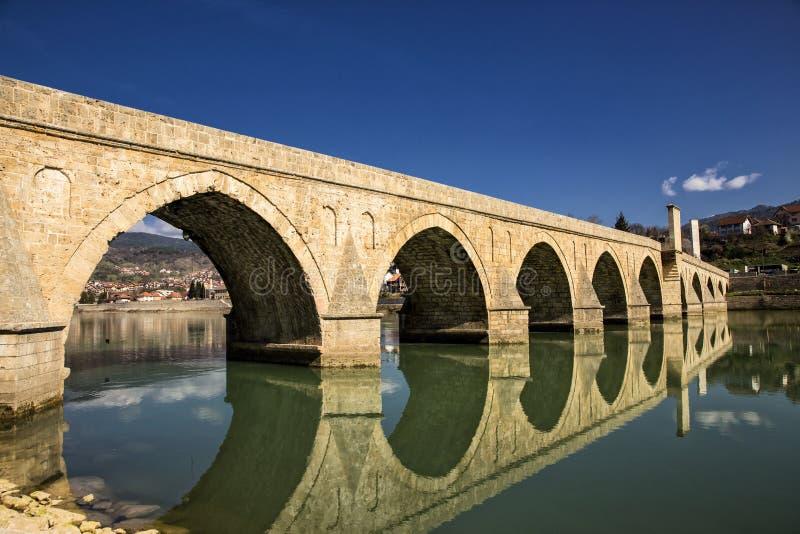 Pont de Mehmed Pasa Sokolovic à Visegrad photographie stock libre de droits