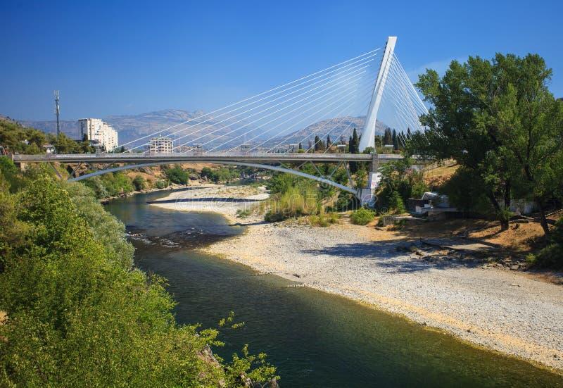 Pont de millénaire à Podgorica images libres de droits
