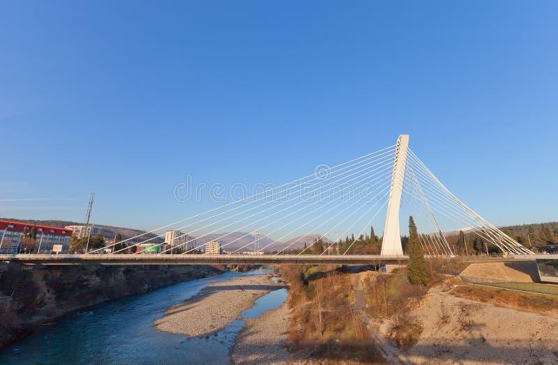 Pont de millénaire (2005) à Podgorica, Monténégro image libre de droits