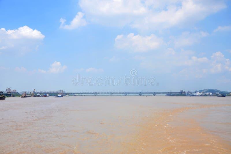 Pont de Nanjing le fleuve Yangtze, Chine image libre de droits