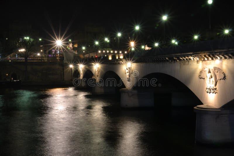 Pont de nuit de Paris photos stock