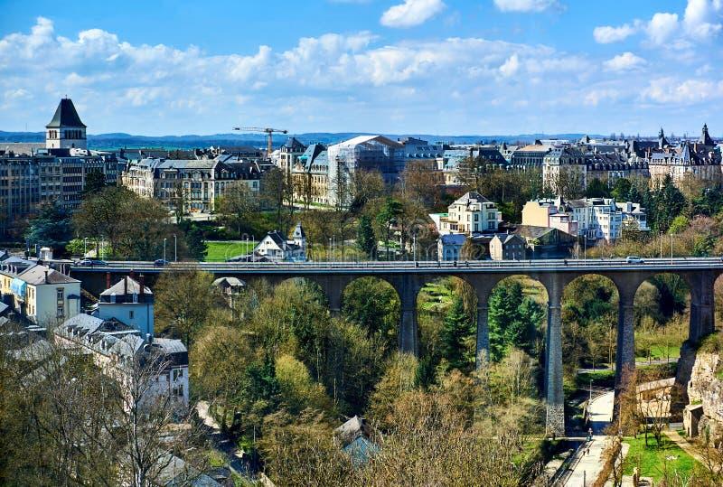 Pont de Passerelle dans la ville du Luxembourg photos libres de droits