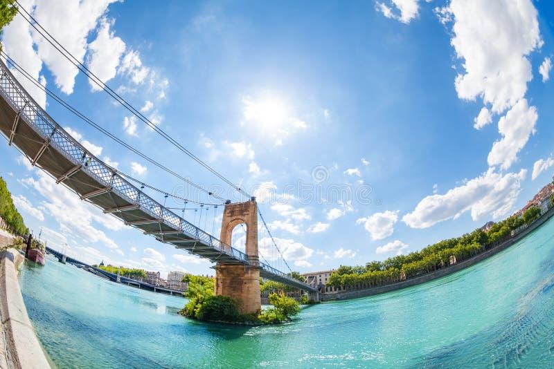 Pont de Passerelle du College au-dessus du Rhône à Lyon photo libre de droits