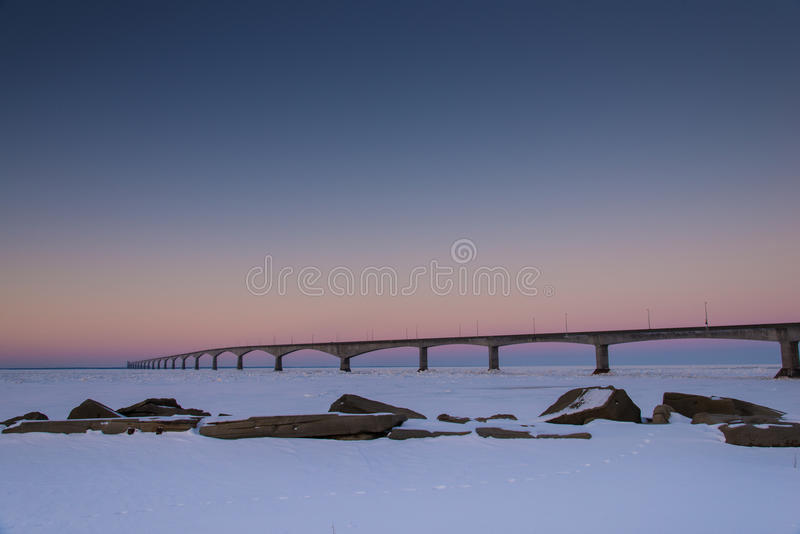 Pont de PEI Confederation au lever de soleil photos stock