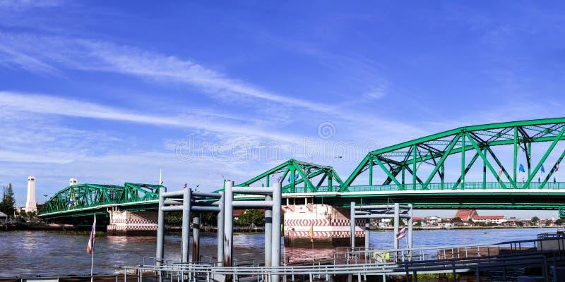 Pont de Phra Phuttha Yodfa, pont commémoratif en Thaïlande photographie stock libre de droits