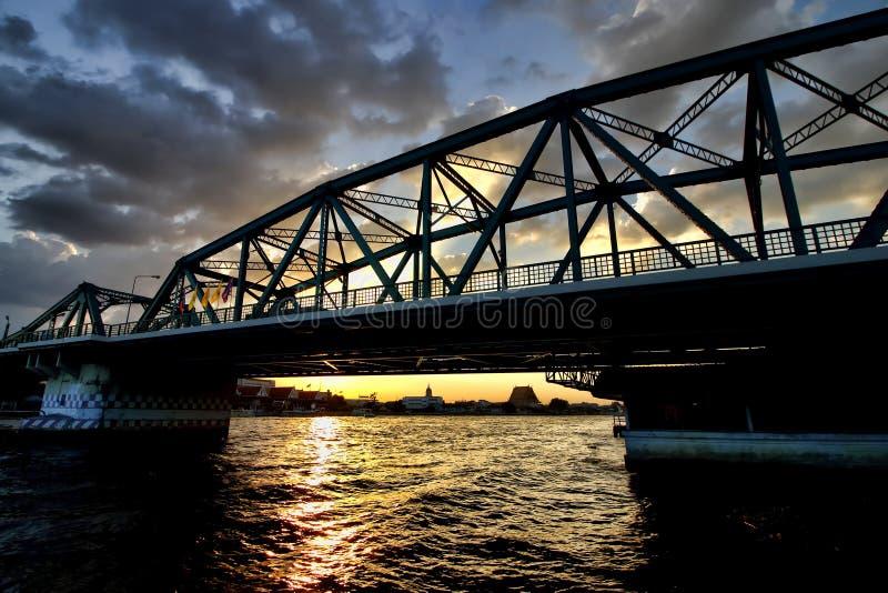 Pont de Phra Phuttha Yodfa ou pont commémoratif image libre de droits