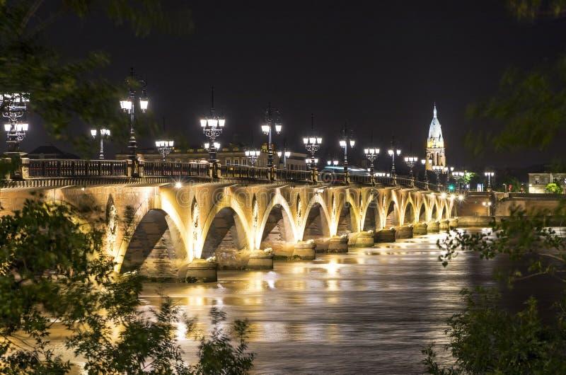 Pont de Pierre, мост над рекой Гаронна в Бордо, Франции стоковое изображение