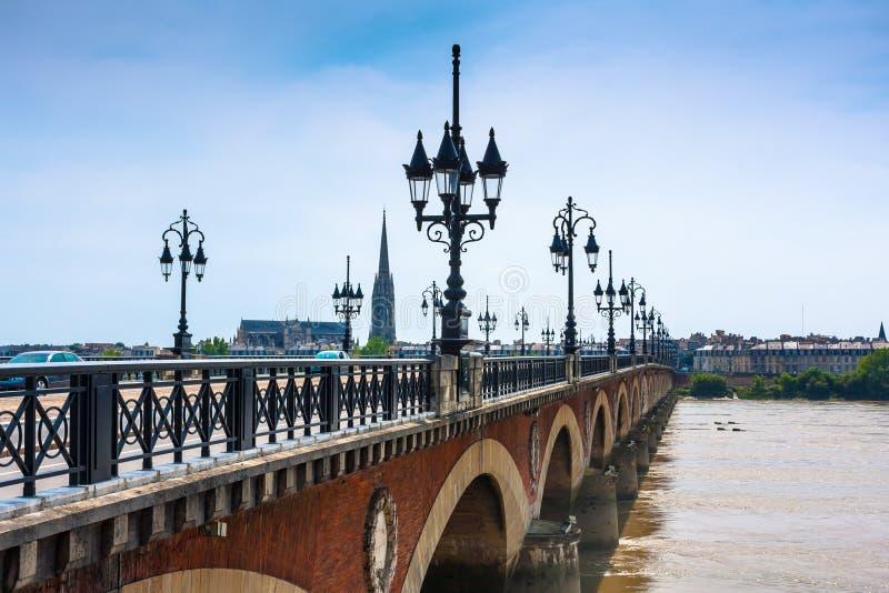 Pont de Pierre i Bordeaux, Frankrike royaltyfria bilder