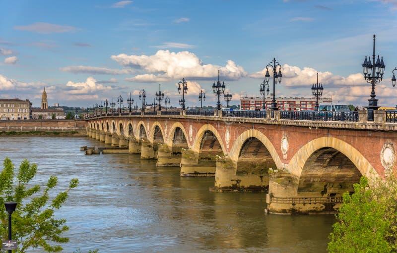 Pont de Pierre no Bordéus fotografia de stock royalty free