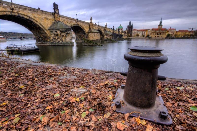 Pont de Prague Charles pendant le lever de soleil l'Europe, République Tchèque photographie stock libre de droits