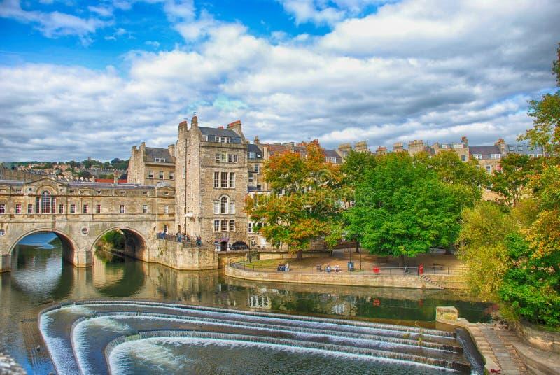 Pont de Pulteney au-dessus de la rivière d'Avon à Bath, Royaume-Uni photos libres de droits