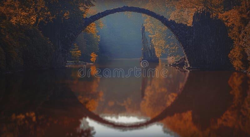 Pont de Rakotz en Allemagne de l'Est photographie stock libre de droits