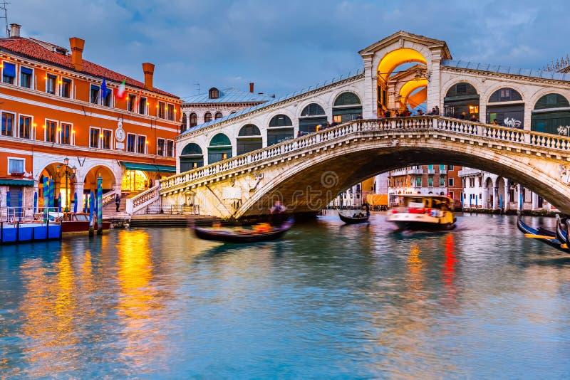 Pont de Rialto au crépuscule image libre de droits