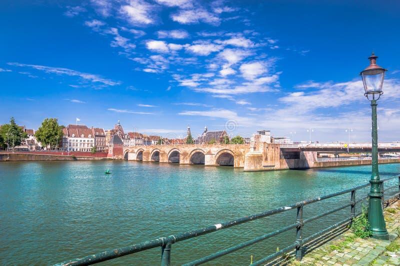 Pont de Servatius à travers la Meuse Masstricht - aux Pays-Bas photos libres de droits