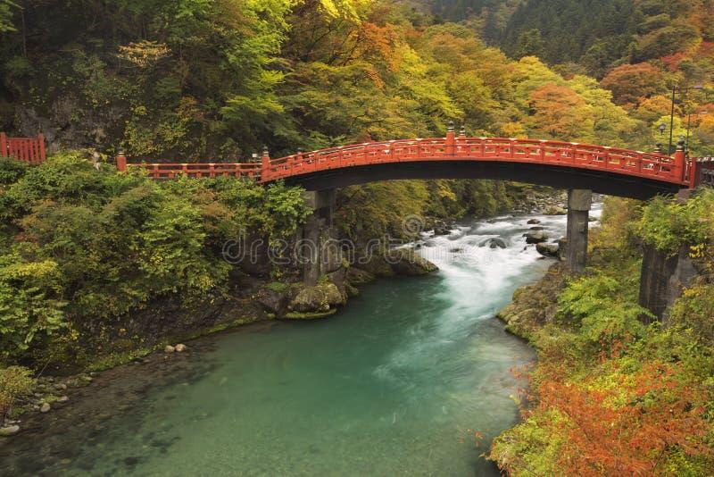 Pont de Shinkyo à Nikko, Japon en automne image stock