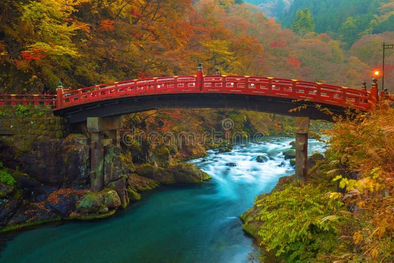 Pont de Shinkyo pendant l'automne à Nikko photographie stock