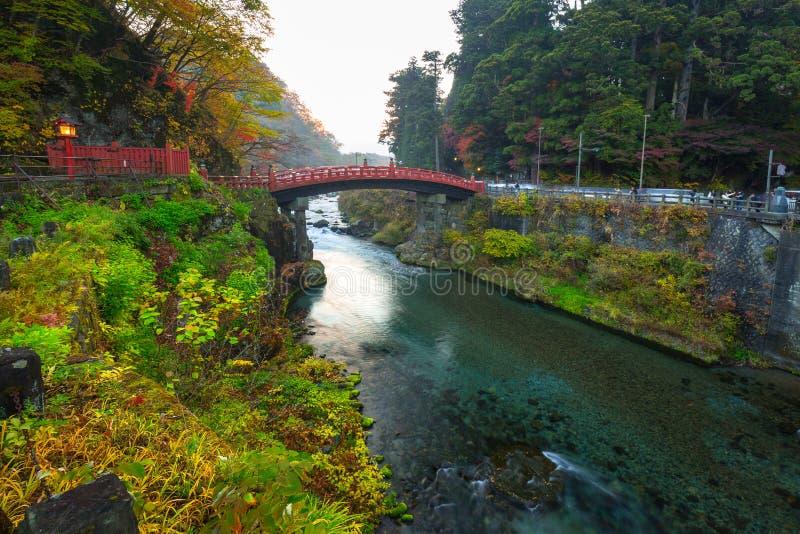 Pont de Shinkyo pendant l'automne à Nikko images stock