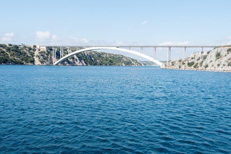 Pont de Sibenik et le canal de la rivière Krka images libres de droits