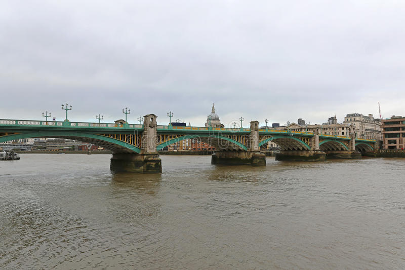Pont de Southwark image stock