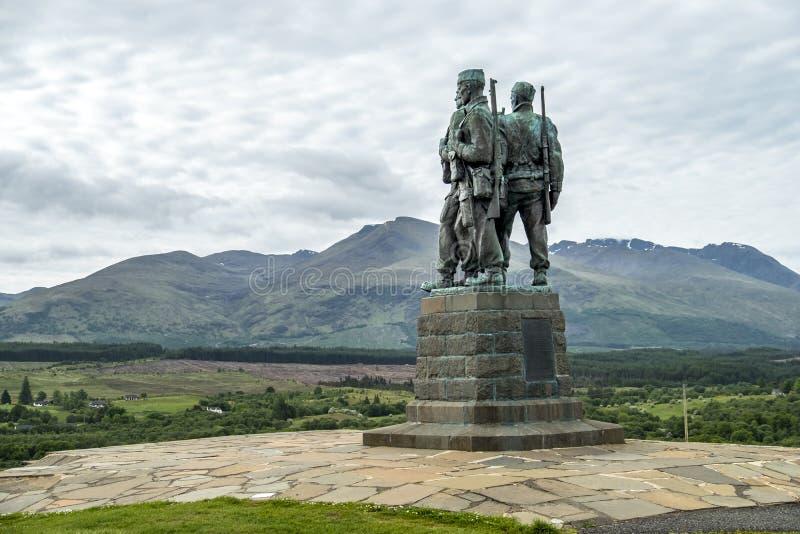 Pont de Spean, Ecosse - 31 mai 2017 : Un mémorial consacré aux hommes des forces britanniques de commando a augmenté pendant photos stock