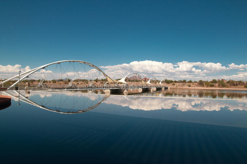 Pont de Tempe Town Lake Pedestrian Suspension photographie stock