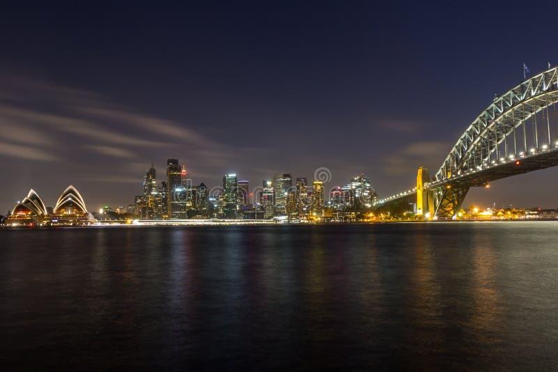 Pont de théatre de l'opéra et de port à Sydney la nuit, images libres de droits