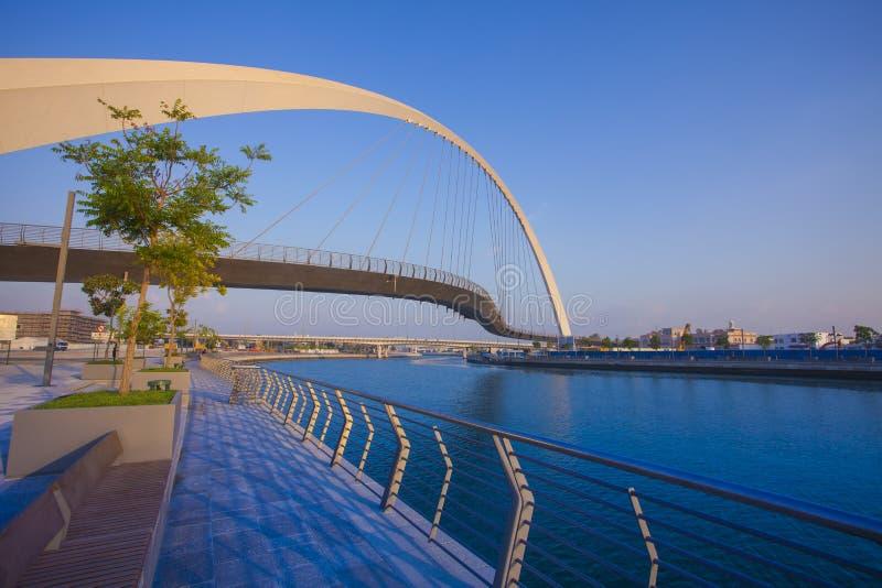 Pont de tolérance dans la ville de Dubaï image stock