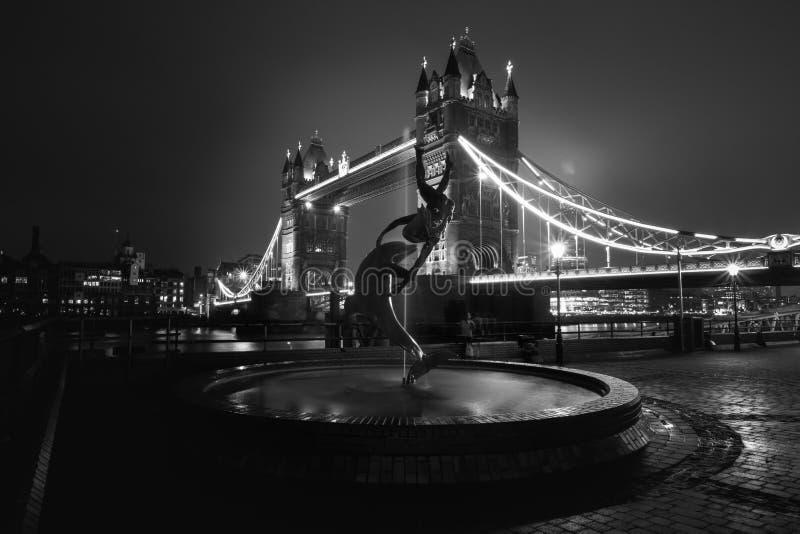Pont de tour en noir et blanc, Londres, R-U images stock