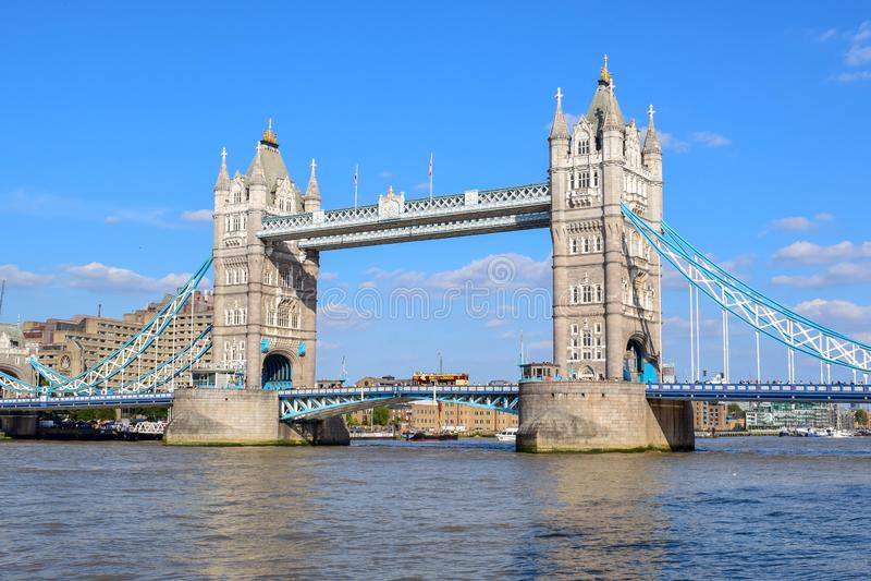 Pont de tour de Londres en été photographie stock libre de droits