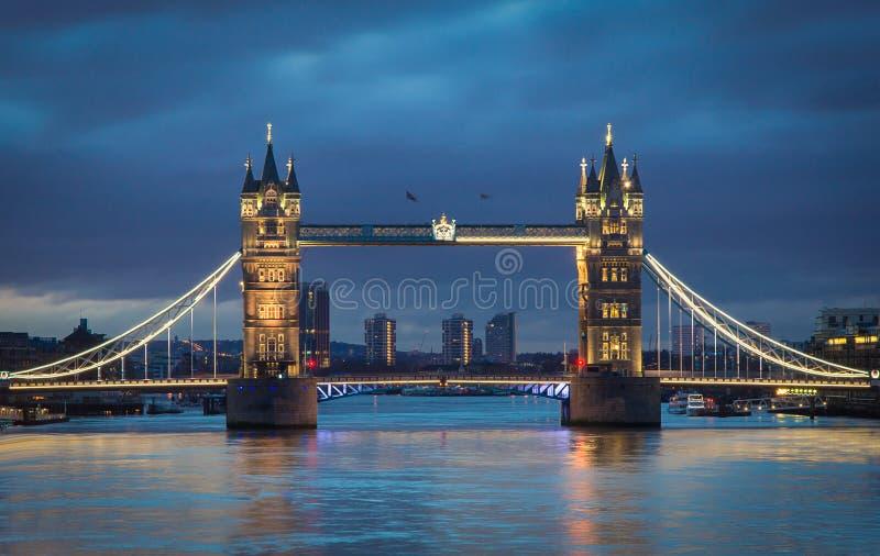 Pont de tour pendant le matin image libre de droits