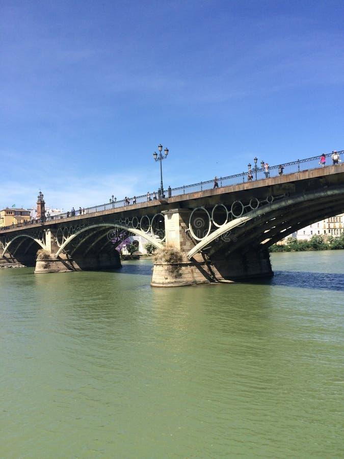 Pont de triana de Sevilla Guadalquivir images libres de droits