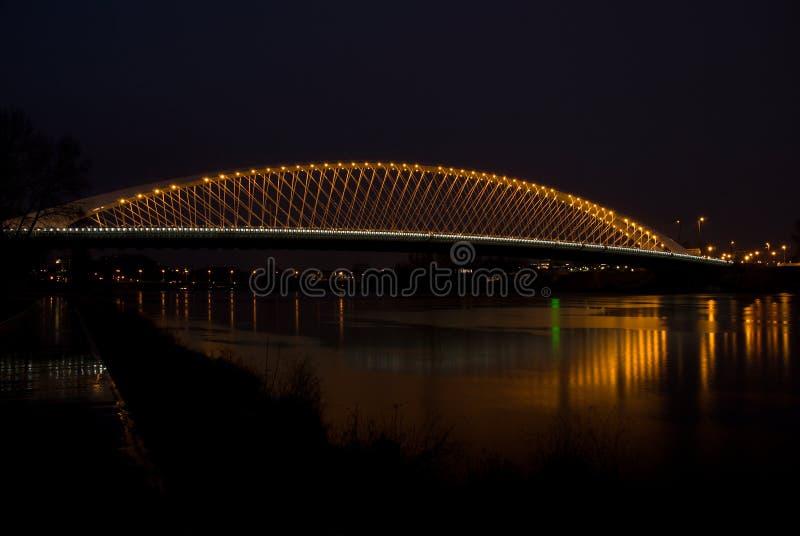 Pont de Troja dans la nuit - Prague, République Tchèque images stock