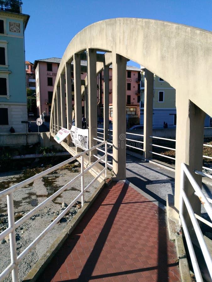Pont de voûte de béton armé photographie stock