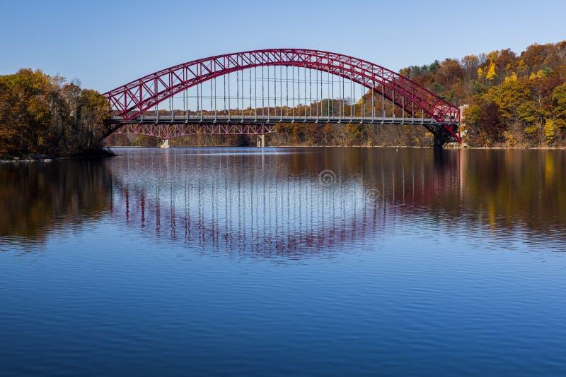 Pont de voûte en acier taconique de route express - nouveau réservoir de Croton - New York images libres de droits