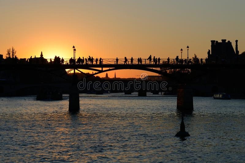 Pont des Arts - γέφυρα εραστών - Παρίσι στοκ εικόνα με δικαίωμα ελεύθερης χρήσης