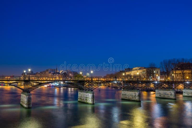 Pont des arts Bridge από τον ποταμό του Σηκουάνα στο Παρίσι στοκ εικόνες