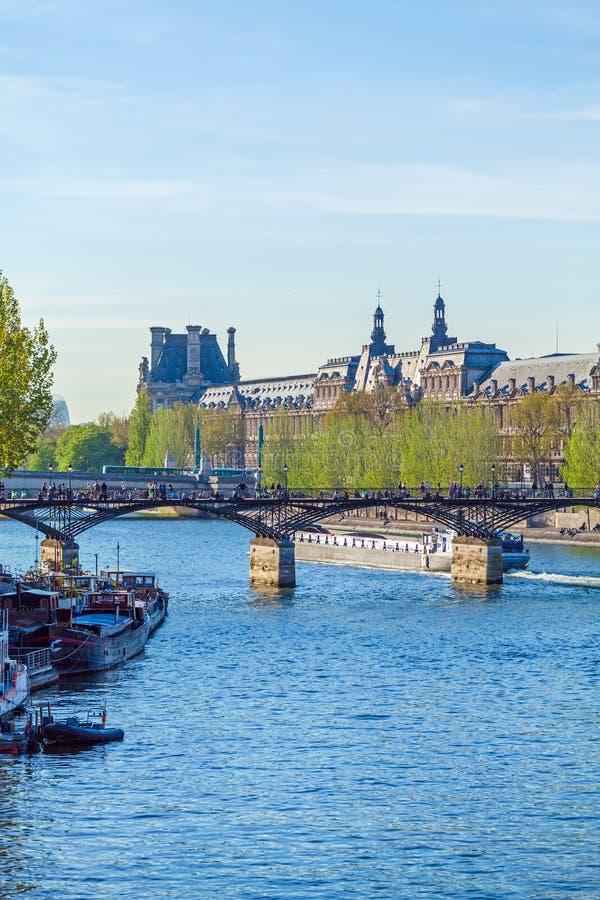 Pont des Arts, Fußgängerbrücke in Paris lizenzfreie stockfotos