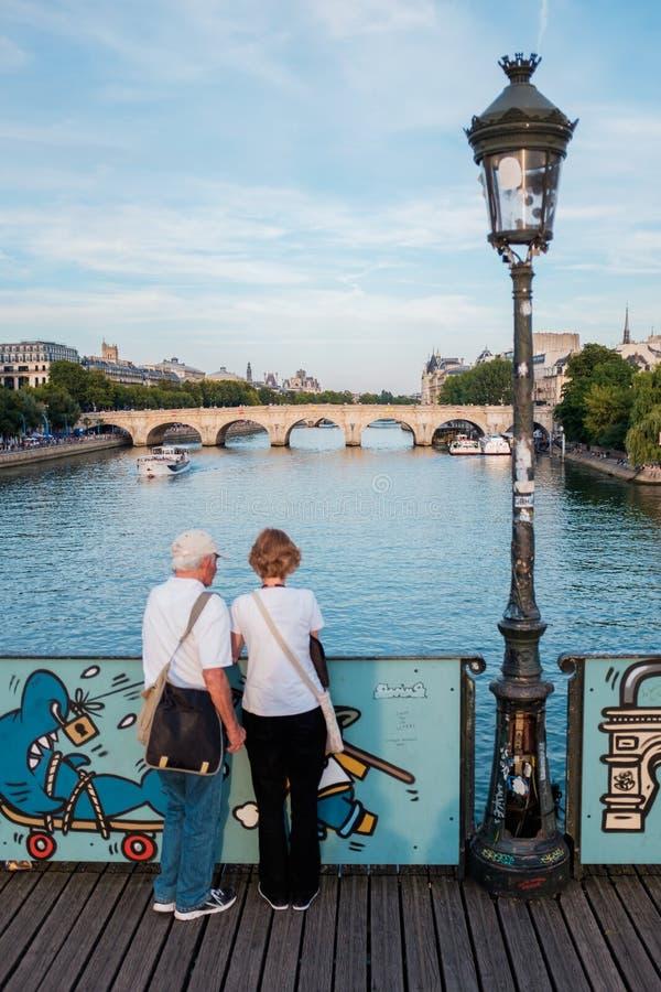 pont des paris моста искусств стоковое изображение rf