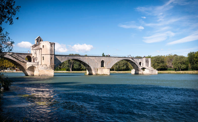 Pont DU Avignon und Le die Rhone stockfotos