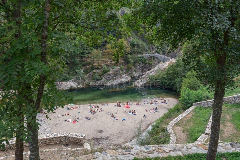 Pont du Diable of de Duivelsbrug zijn een Roman brug die overspant stock afbeelding