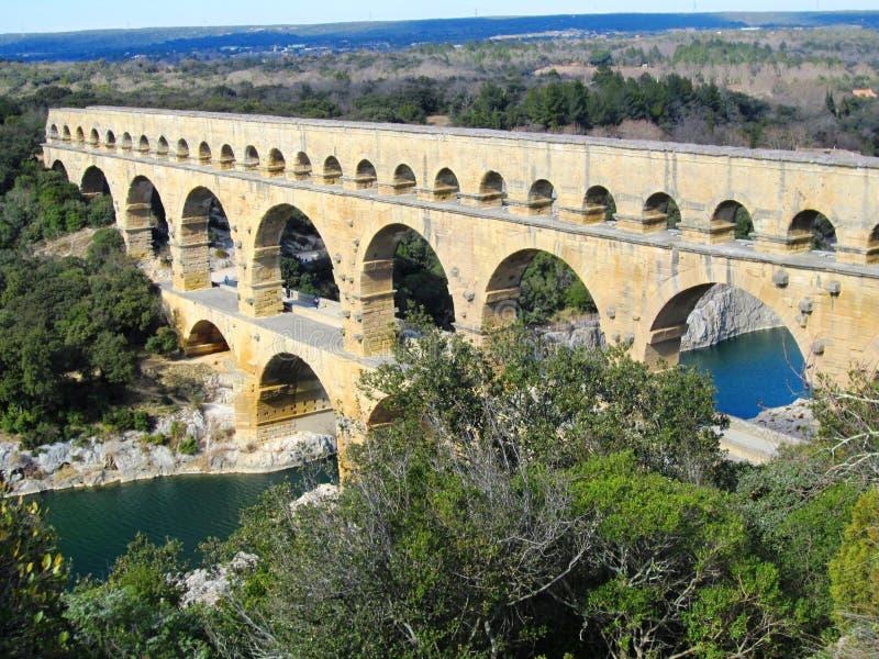 Pont du Gard är en gammal romersk akvedukt royaltyfri fotografi