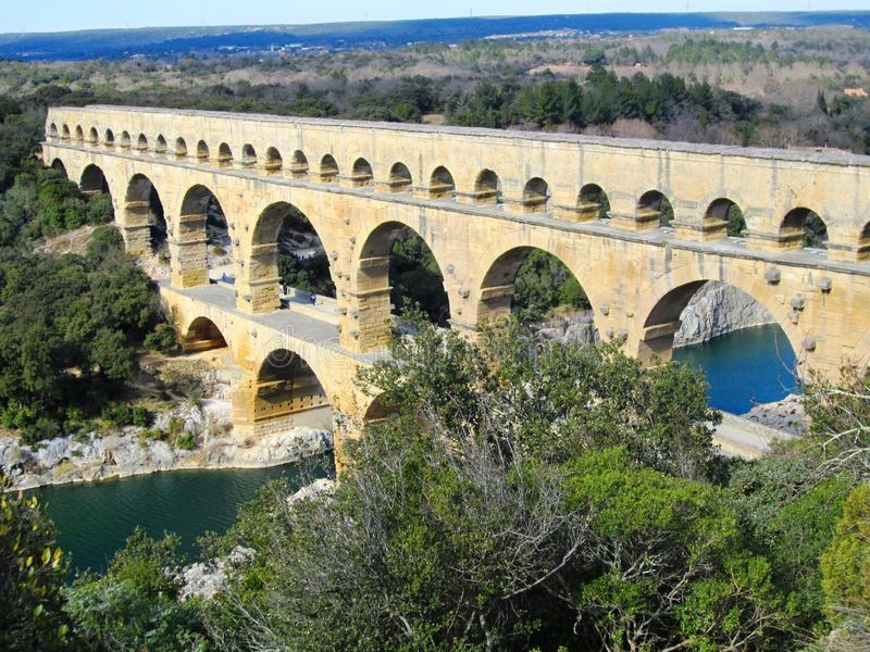 Pont du Gard es un acueducto romano viejo fotografía de archivo libre de regalías