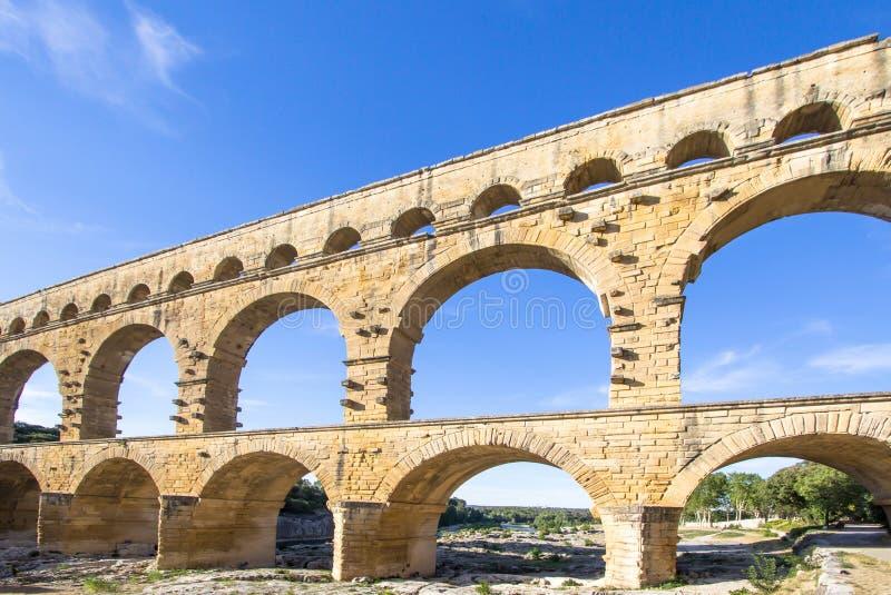 Download Pont du Gard, Frankrijk redactionele afbeelding. Afbeelding bestaande uit plaatsen - 107700705