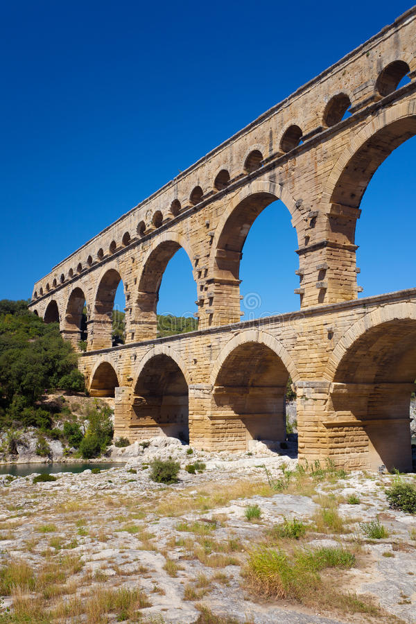 Pont du Gard jest starym Romańskim akweduktem blisko Nimes w Francja obrazy stock