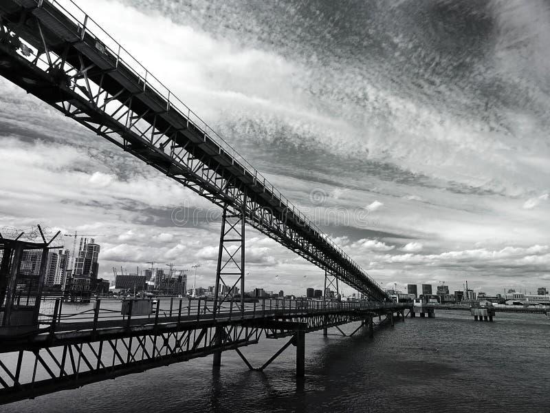 Pont en acier d'angle faible image stock