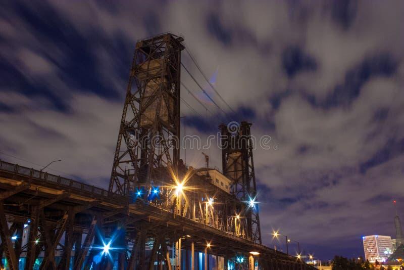 Pont en acier, Portland OU image stock