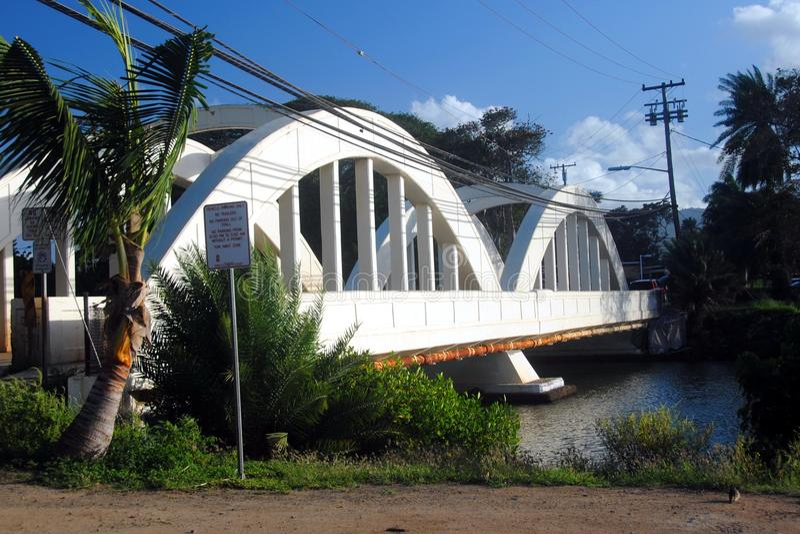 Pont en arc-en-ciel dans Haleiwa, Oahu, Hawaï photos stock