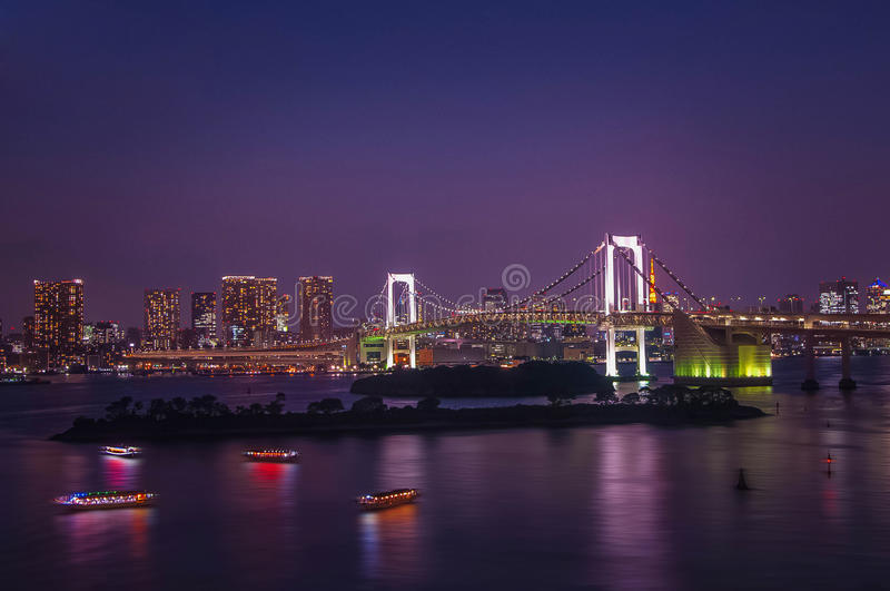 Pont en arc-en-ciel image stock