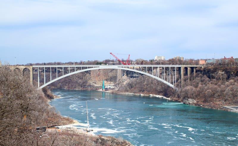 Pont en arc-en-ciel au-dessus de la rivière Niagara photographie stock
